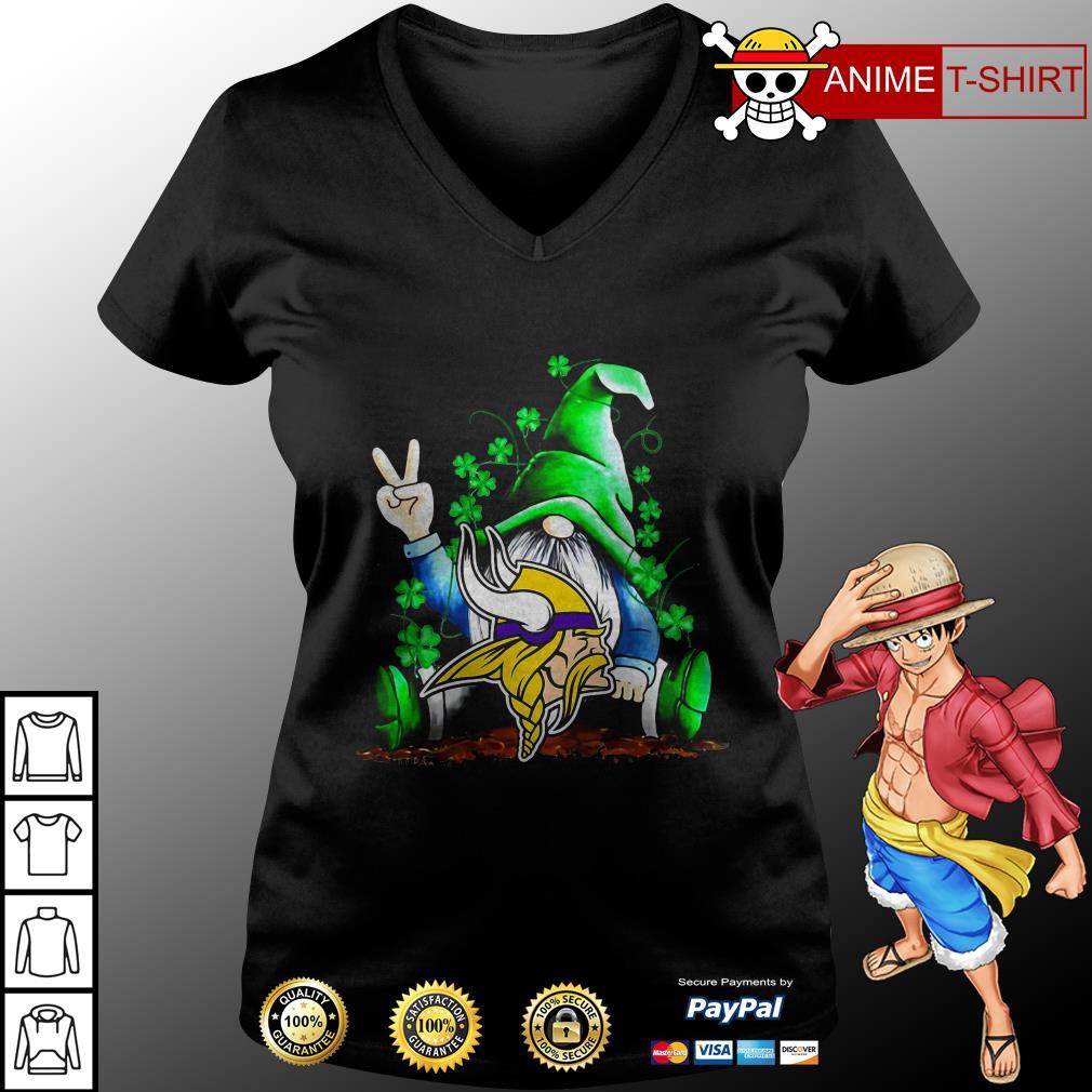 Gnomes Lucky St Patrick's Day Hug Minnesota Vikings v-neck t-shirt